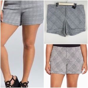 Torrid | Houndstooth Sz 14 Shorts black & white